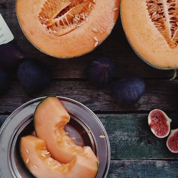 Sliced ripe melon and figs - image gratuit #136187