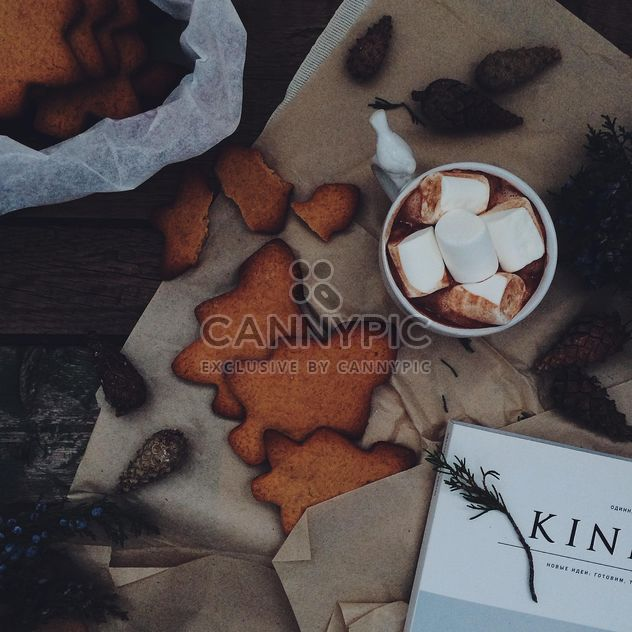 Caneca de chocolate quente e biscoitos de gengibre - Free image #136267