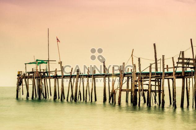 Pont en bois à la mer - image gratuit #136317
