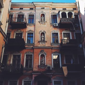 Facade of old house - image gratuit #136417