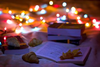 Books, croissants and garlands closeup - image #182567 gratis