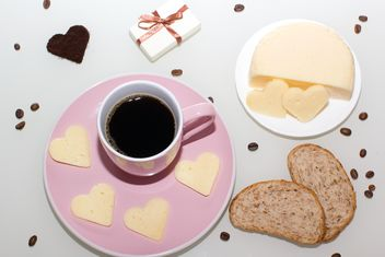 Cup of coffee, bread and cheese - image #182647 gratis