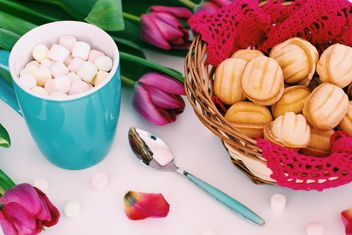 Cookies, marshmallows and tulips - image #182697 gratis
