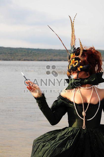 Menina de vestido e máscara - Free image #182877