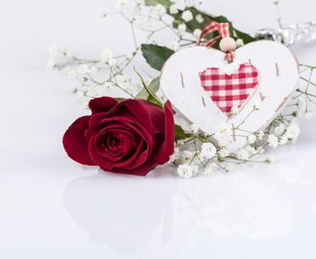 Red rose and heart - image #183017 gratis