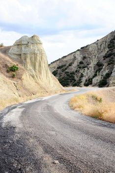 Empty mountain road - image #183107 gratis