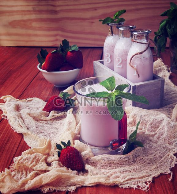 Milk and berries - Free image #183327