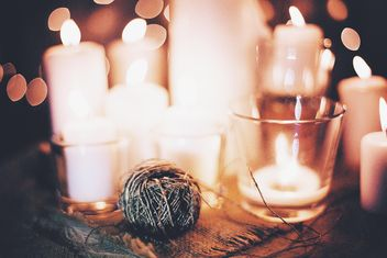 Burning candles and yarn - image gratuit(e) #183747
