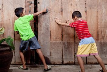 Two Asian boys near wooden fence - image #184177 gratis