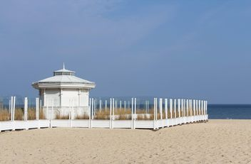 Gazebo on the beach - image #184627 gratis