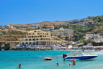 Beach and architecture of Crete island - бесплатный image #186257