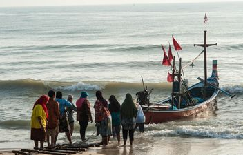Fishermen returned from sea - image #186447 gratis