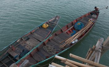 fishing boats moored on the coast - image #186597 gratis