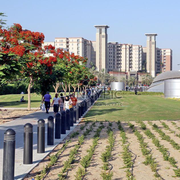 Personnes et l'architecture sur Union square à Dubaï - image gratuit #186687