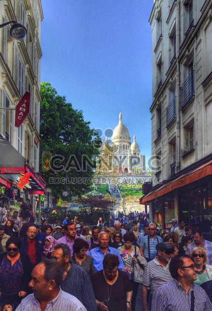 Los turistas y la Basílica Sacré-Coeur - image #186857 gratis