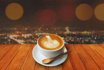 Coffee latte on wooden table - image gratuit #186957