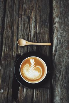 Coffee latte art on wooden background - image gratuit #187137