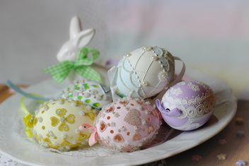 Easter eggs on plate - image gratuit #187587