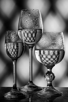 Goblets with liquid on the table - image gratuit #187727