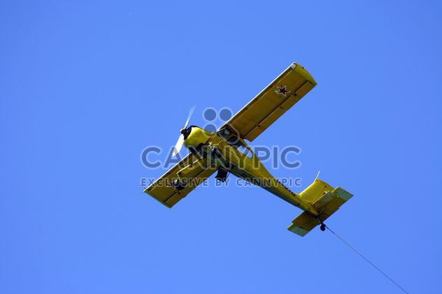 Small plane in blue sky - Free image #187757