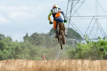 Motocross bike in the air - image #198247 gratis
