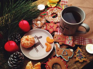Christmas cookies and tangerines - image #198847 gratis