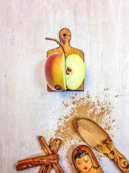 Apple with cinnamon - image gratuit #198987