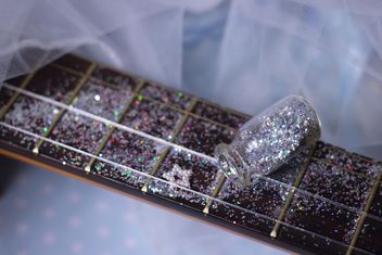girly guitar in glitter - image gratuit #201037