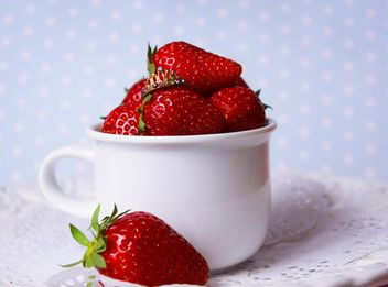 fresh strawberry in a dish - image gratuit(e) #201067