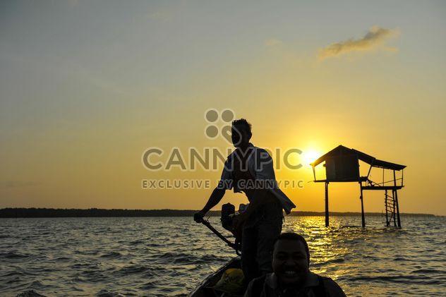 Maison de pêcheurs sur une mer - image gratuit #271977