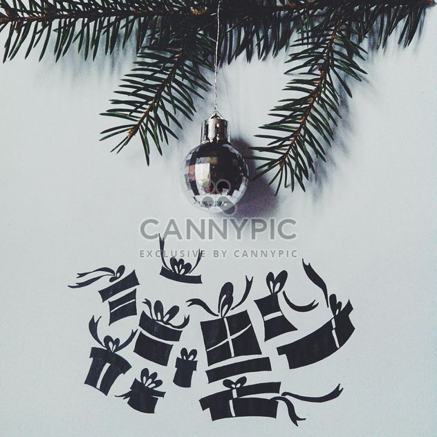 Neujahr-Spielzeug in Tanne Zweig, Weihnachtsschmuck - Kostenloses image #272267