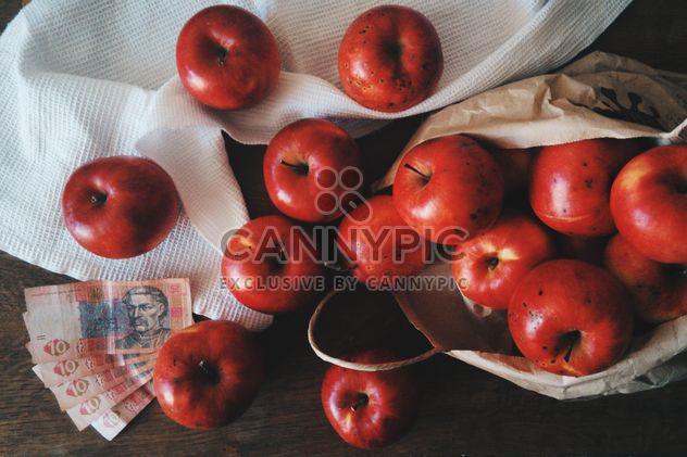 Pommes rouges pour 3 dollars, Chernivtsi, Ukraine - image gratuit #272277