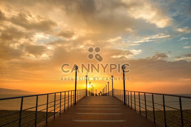 Золотой рассвет на берегу #sunrise #sun #sunset #sea #seaside #seascape #landscape #outdoor #travel #vacation #world #trip #blacksea #gold #golden #orange #sky #relax #morning #lonely #warm - бесплатный image #272307