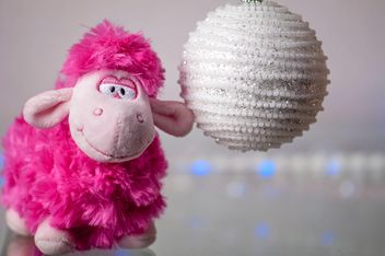 Toy sheep and Christmas ball - image #272567 gratis