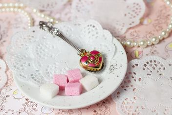 Pink and white sugar on a plate - бесплатный image #272997