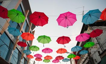 colored umbrellas hanging - image #273097 gratis