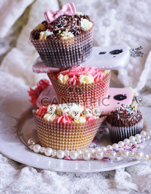 Smartphones com cupcakes - Free image #273777