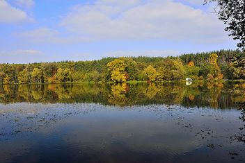 Autumn lake - image #280927 gratis