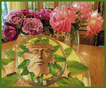 Green Man Cake with Roses - image gratuit #284157