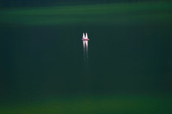 Small boat in the lake - Free image #284397