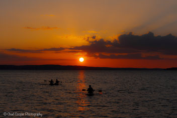 Kayakers Enjoying The Sunset - Kostenloses image #288757