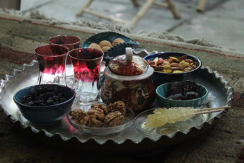 Tea with Dried cherries, walnuts, nuts, cookies abd dates - image gratuit #292277