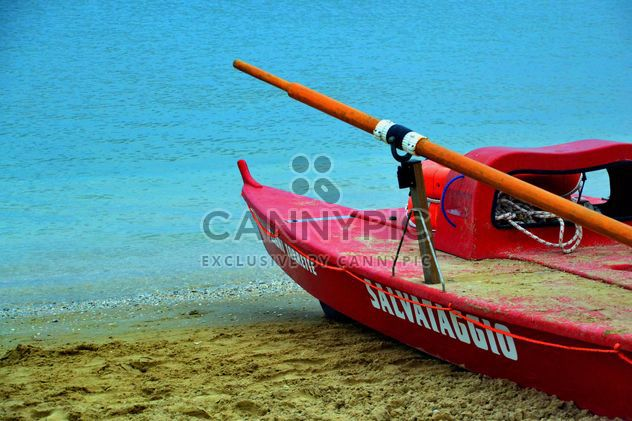 Red rescue boat - image gratuit #301447