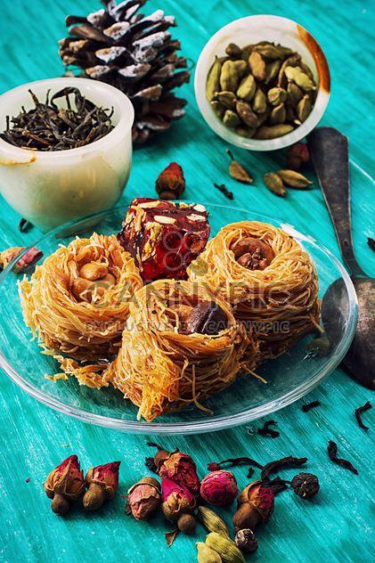 Douceurs orientales, thé sec et cardamome - image gratuit #302027