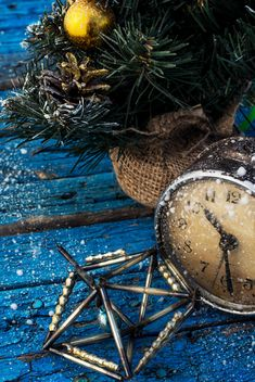 Christmas decoration and old clock - image #302047 gratis