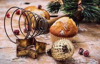 Christmas cupcakes and decorations - бесплатный image #302087