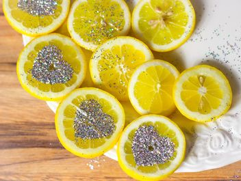lemon decorated with glitter - image gratuit #302347