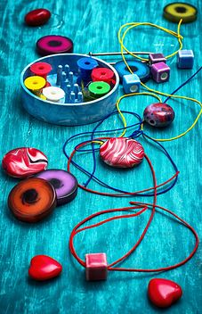 Colored threads and beads - image gratuit #304867