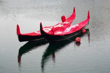 Parked Gondolas - image gratuit #305727