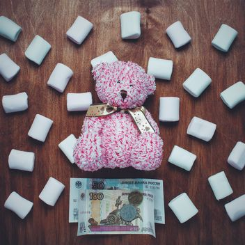 Pink teddy bear, marshmallows and money - image gratuit #305767